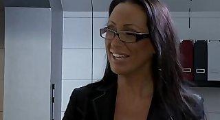 Mandy Bright fickt den Heizungsmonteur - Hardcore Sex with worker